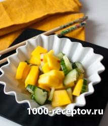 Тайский салат из манго и огурца