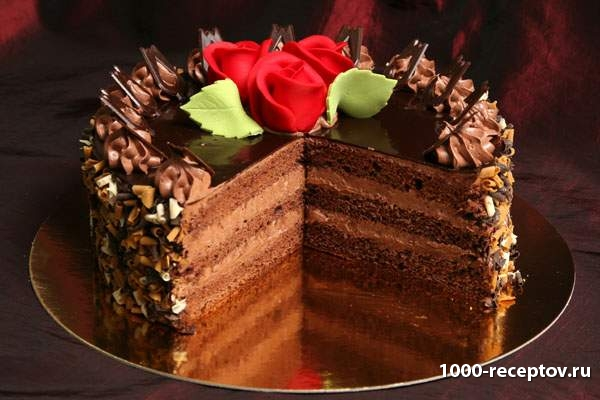 Торт с кусками шоколада