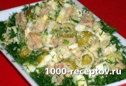 Салат с печенью трески и оливками