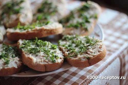бутерброд с сельдью и зеленью
