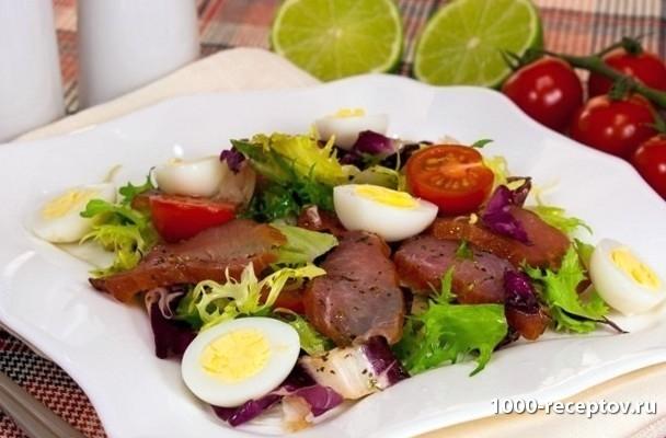 блюдо с салатом