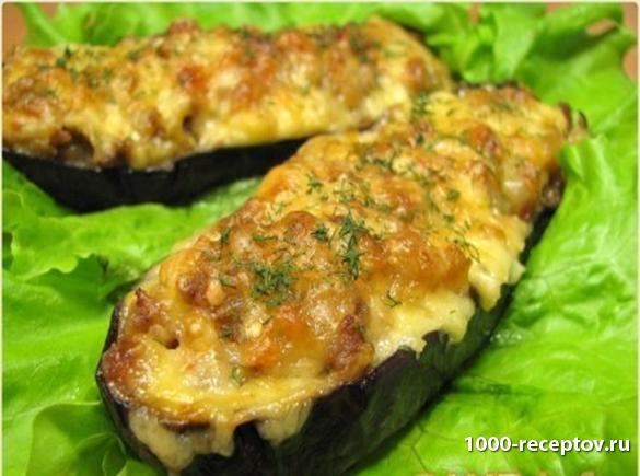 баклажаны на листьях салата