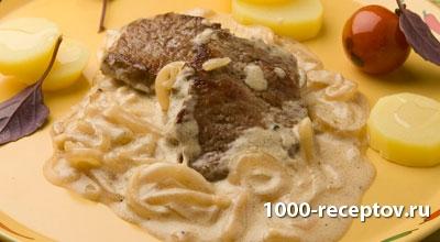 блюдо с говядиной и луком