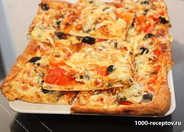 блюдо с пиццей