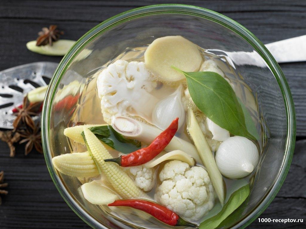 овощи в прозрачной посуде