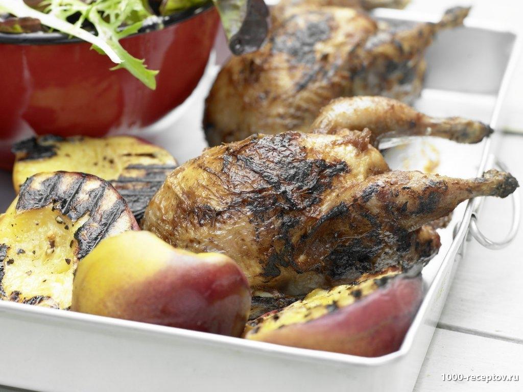 Перепела и персики на гриле с салатом